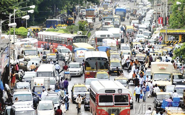 Mumbai: when motorized transport is so slow, pedestrians will walk on the road (PC: Mid Day)